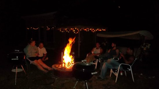 Starlite Motel: Fire pitt - Family reunion