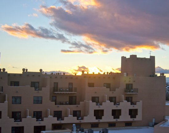 Hilton Santa Fe Buffalo Thunder: Sunset in Sante Fe at Buffalo Thunder