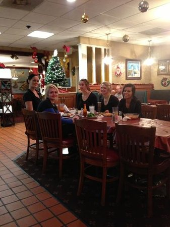Cedartown, GA: the girls from Zorba's eating!