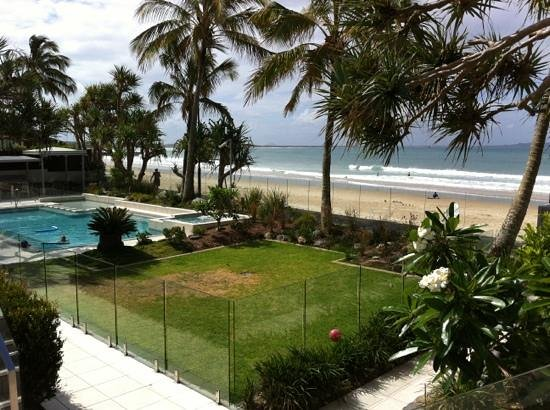 Fairshore Beachfront Apartments: beautiful and tranquil surrounds