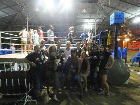 Kobra Muay Thai Boxing Stadium : The whole team near the ring