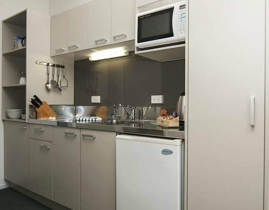 Anchorage Motel: One Bedroom Dining