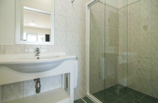 Anchorage Motel: Studio Bathroom