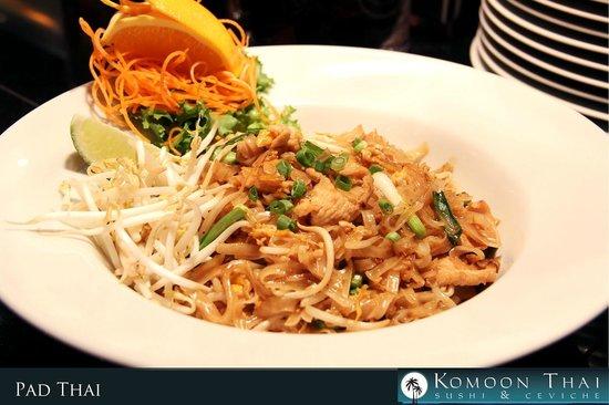 Komoon Thai Sushi & Ceviche: Pad Thai