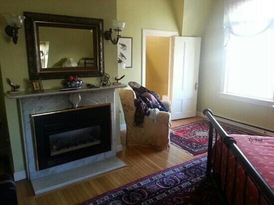Sarah Kendall House: in-room gas fireplace