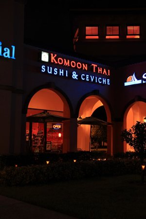 Komoon Thai Sushi & Ceviche: Entrance