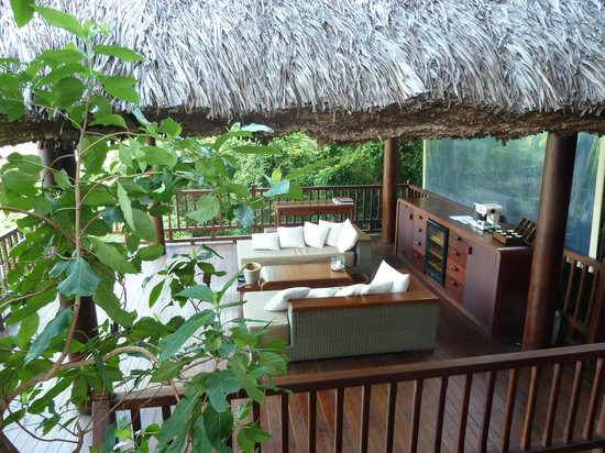 An Lam Ninh Van Bay Villas: Outdoor sitting area in villa