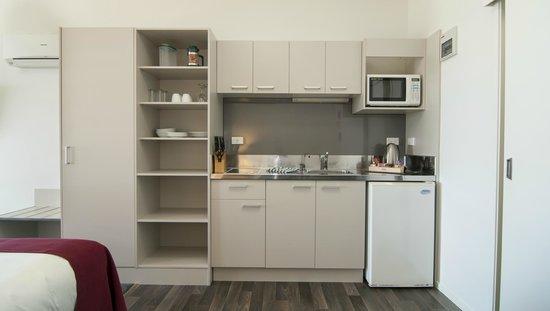Anchorage Motel: Studio Suite Kitchen