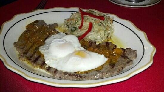 Aromas Del Sur: Steak with eggs on top