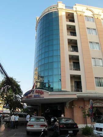 Pacific Hotel Phnom Penh: The Hotel