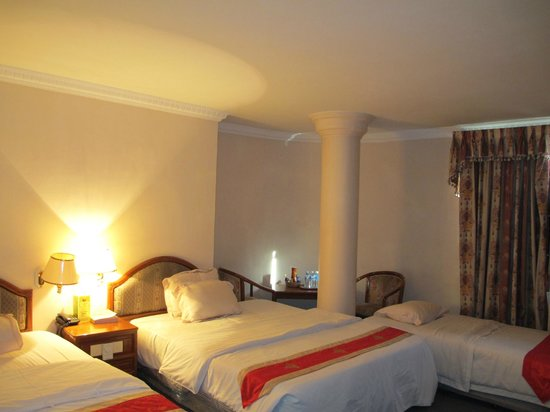 Pacific Hotel: The triple room with 1 queen+1 twin+1single beds