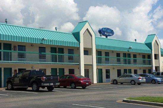 Best Western Seaway Inn: The Exterior