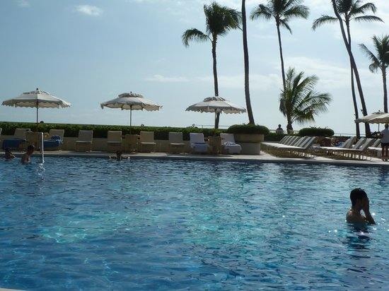 Halekulani Hotel: A portion of the Orchid Pool