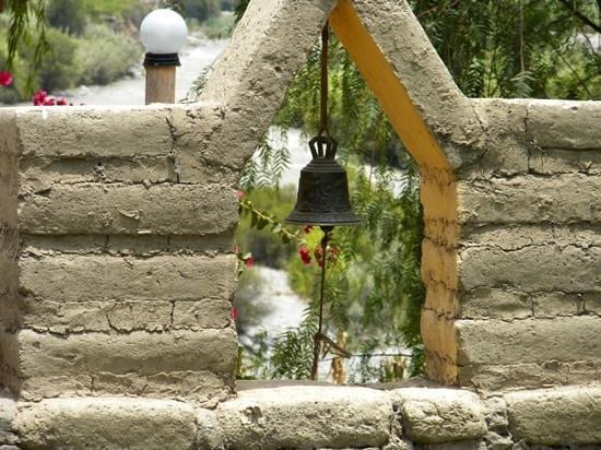 La Confianza Hotel - Lunahuana : detail by the door... bell instead of doorbell