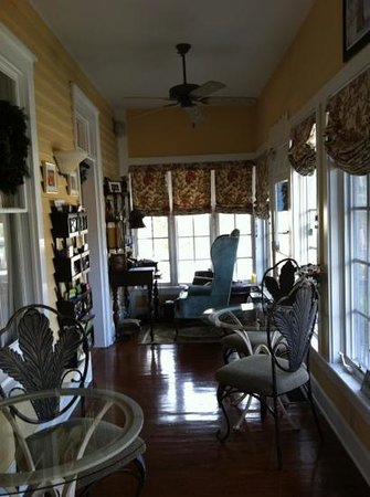 Centennial House Bed and Breakfast: the front sun porch