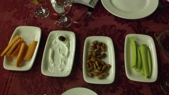 Diwan al Sultan Ibrahim Restaurant : Free starters.