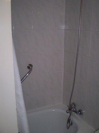 Aitue Hotel: baño