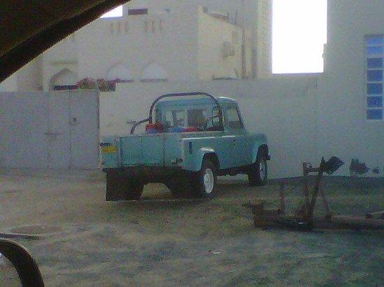 Masirah Island Resort: Old Land Rovers everwhere
