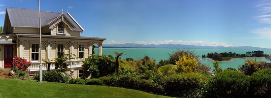 Te Puna Wai Lodge: From the lawn.