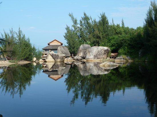 An Lam Ninh Van Bay Villas: Reflections in the lake