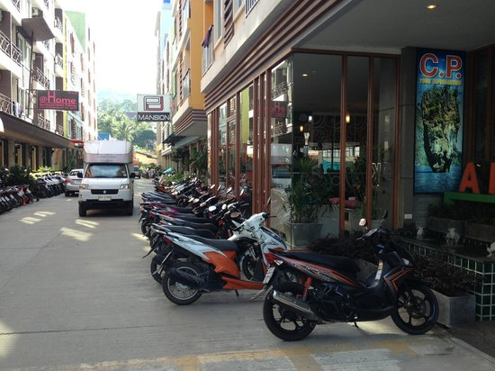 APK Resort & Spa: alley