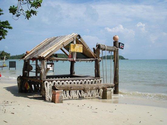 เดอะ บริซา บีช รีสอร์ท : Beach Bar