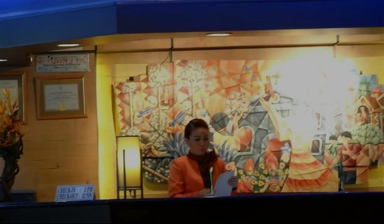 Rajah Park Hotel: HARD WORKING FRONT DESK