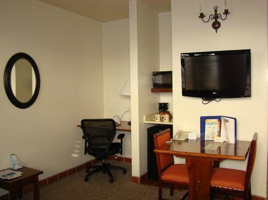 BEST WESTERN PLUS Hacienda Hotel Old Town: Small livingroom