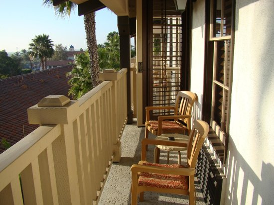Best Western Plus Hacienda Hotel Old Town : Long balcony with chairs & mini table