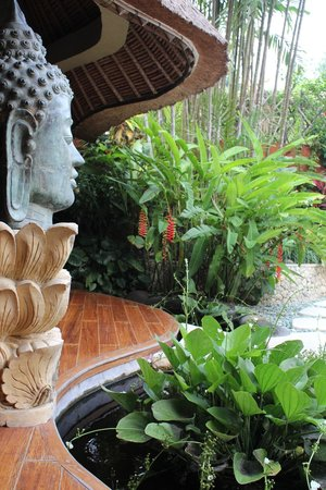 The Villas Bali Hotel & Spa: Our room had a lovely fish pond and deck area