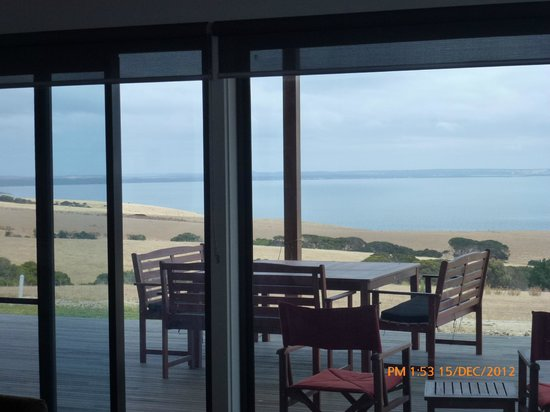 Blue Ray Lodge: Uninterrupted vista of the sea from every room.