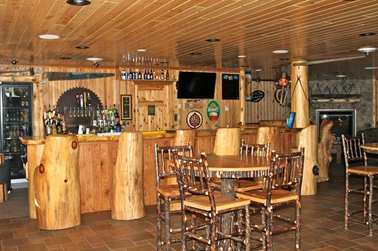 Hungry Jack Lodge & Campground: Bar in the lower level