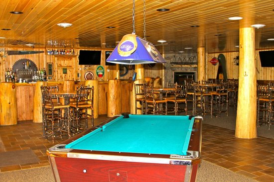 Hungry Jack Lodge & Campground: Pool table in bar