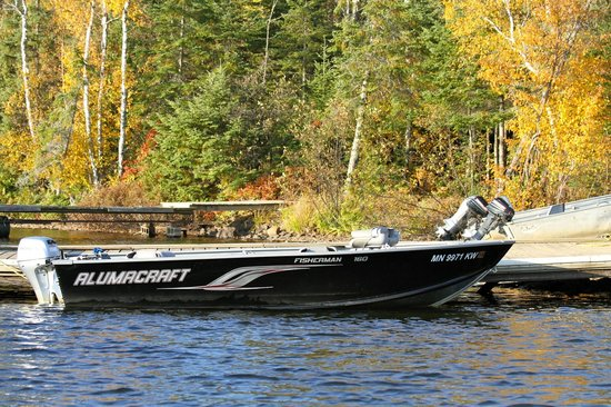 Hungry Jack Lodge & Campground: modern boats and motors