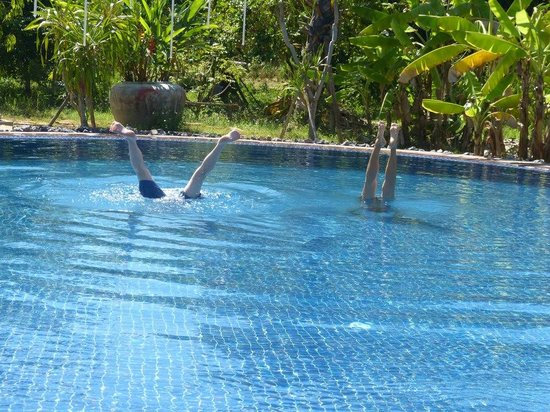 Battambang Resort: beautiful, clear saline pool
