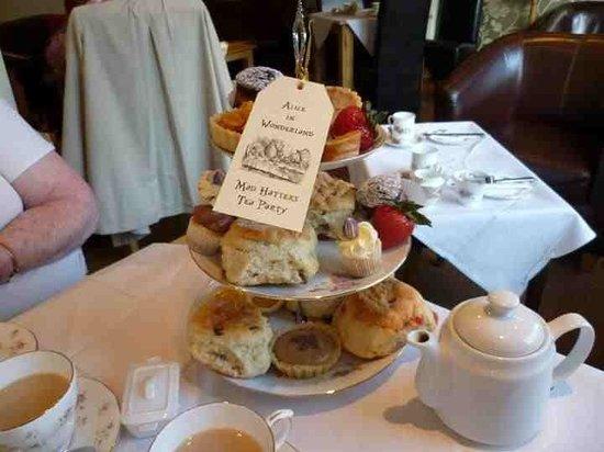 Madhatter Tearoom : Sample afternoon tea
