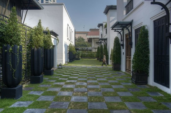 The Siam: courtyard between villas