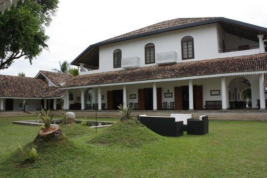 Tamarind Hill: hotel