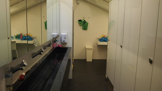 Bunc Hostel: Bathroom for your perusal
