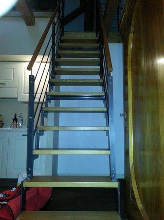 Hotel Leonardo Prague: Treppe zu den Betten