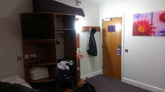 Premier Inn London Kensington (Olympia) Hotel: room 2