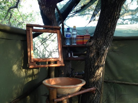 Calao Tented Camp: washbasin