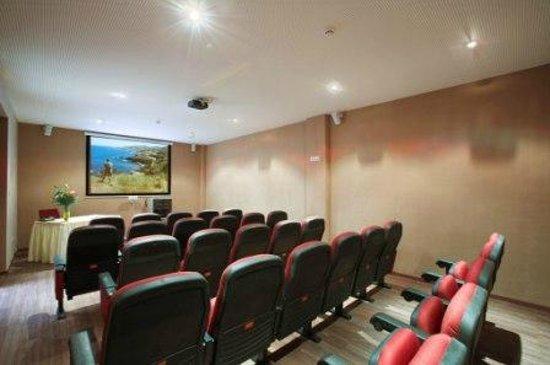 St. Nicolas Elegant Residence: Cinema Room