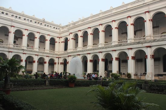 Indian Museum (Jadu Ghar): Central Courtyard of the Indian Museum Building.