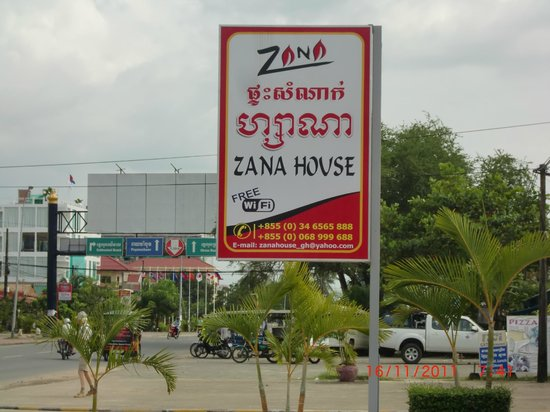 Zana House: The road sign.