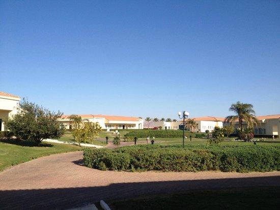 Maritim Jolie Ville Royal Peninsula Hotel & Resort: hotel grounds