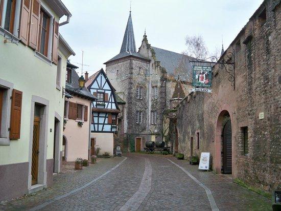 Hôtel l'Abbaye d'Alspach : Accès vers l' extérieur du village