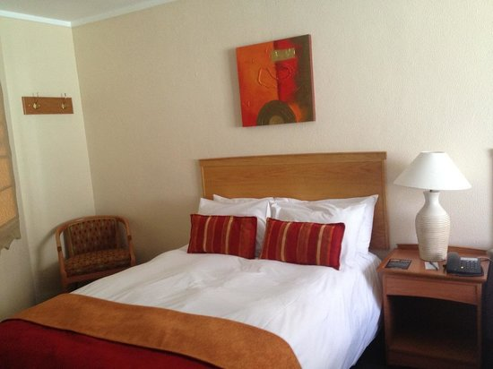 Protea Hotel by Marriott Polokwane Landmark: bed