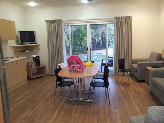 NRMA Treasure Island Holiday Park: Kitchen and family room
