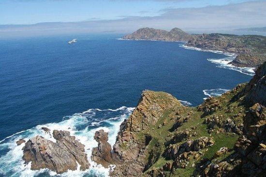 Barco Islas Cíes - Cruceros Rias Baixas: Panorámica faro de Cíes